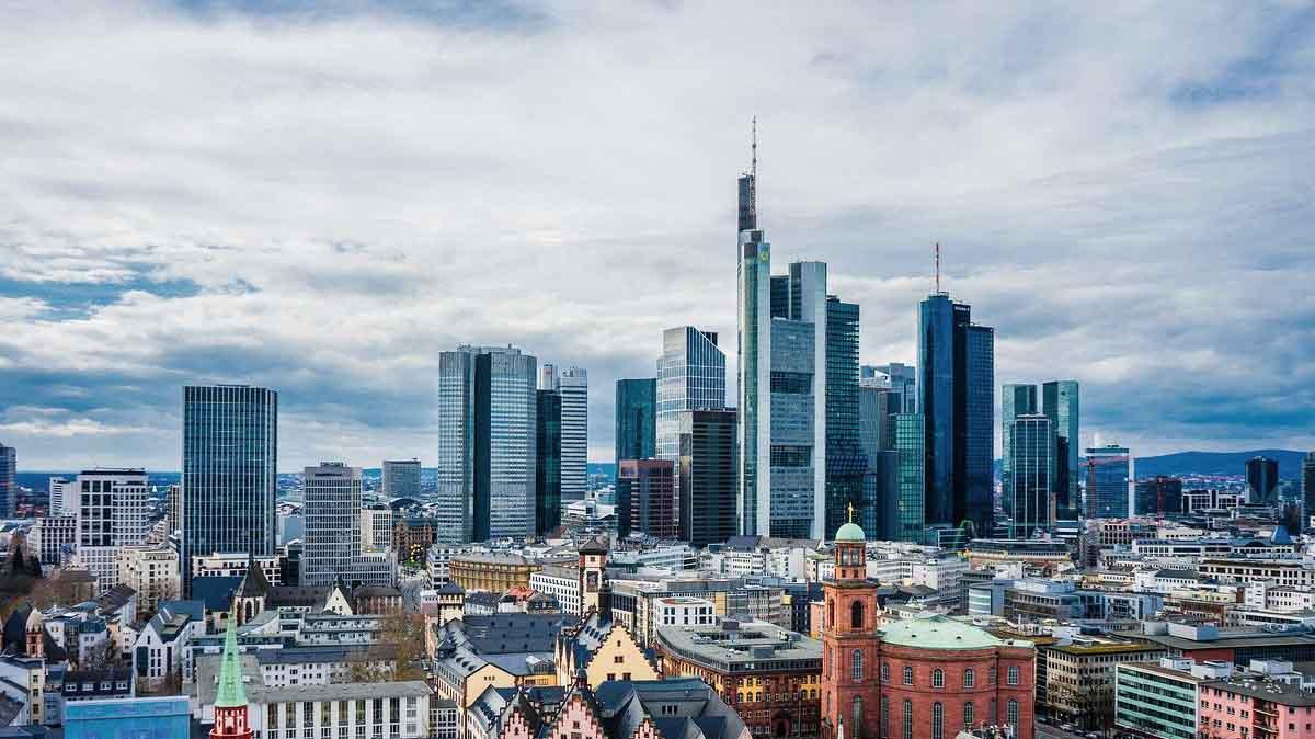 Commerzbank baut 10.000 Stellen ab